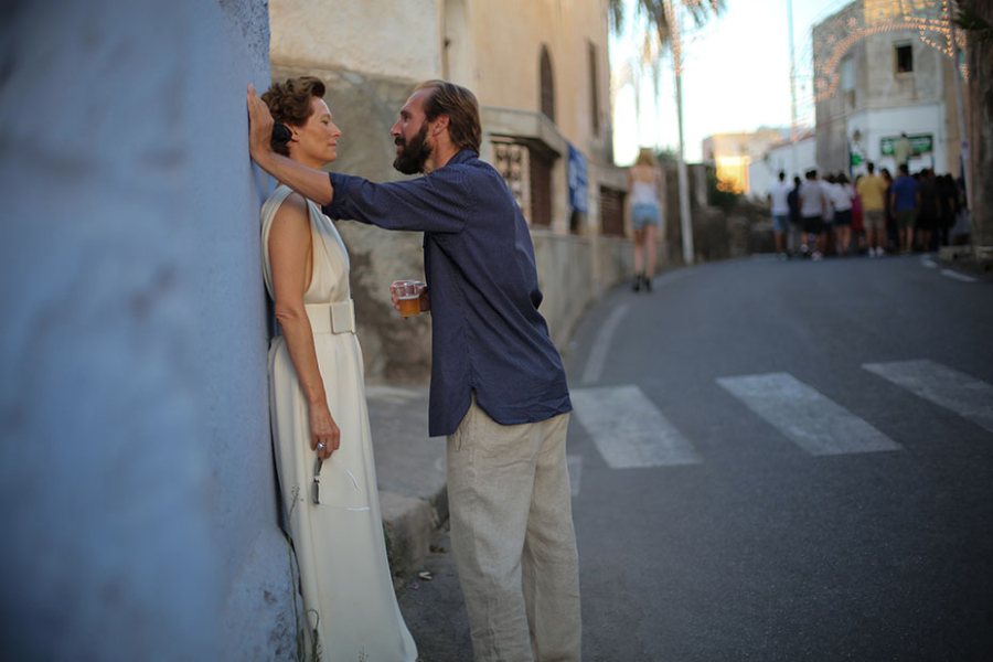 """Tilda Swinton as """"Marianne"""" and Ralph Fiennes as """"Harry"""" in A BIGGER SPLASH. Photo by Jack English. © 2016 Twentieth Century Fox Film Corporation All Rights Reserved"""